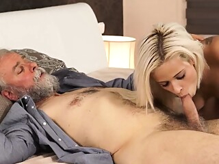 Young chubby big tits and threesome pussy licking dildos blonde