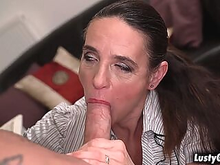 Horny lady boss Mariana grab some dick blowjob