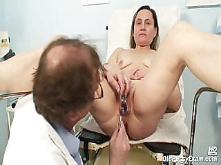 Mature Jaroslava gyno speculum pussy checkup at gyno clinic fetish