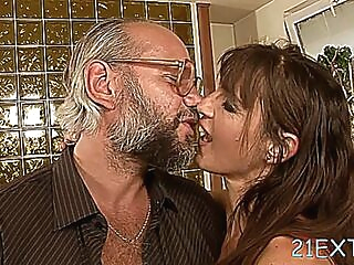 Skilled mature mariana attacks dangler with mouth blowjob