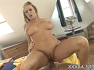 Lovable booty blonde girl rachel fucks on camera amateur