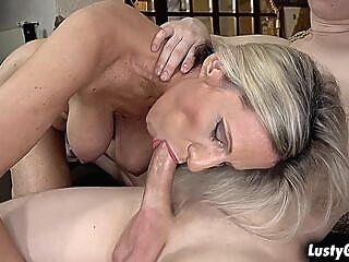 Horny mature stepmom pops out her pussy for her stepson ass
