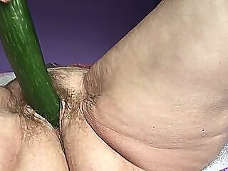 Slutty old granny love fucking her hairy pussy with cumcumber webcam