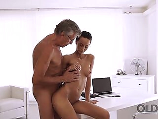 OLD4K. Charms of old man are powerful enough to seduce young lady blowjob